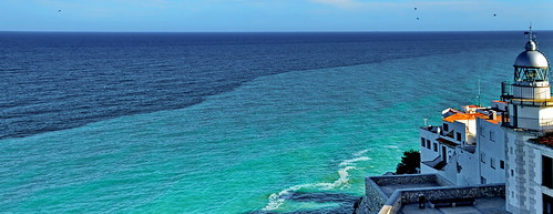 Mediterranean Sea, Shades of blue