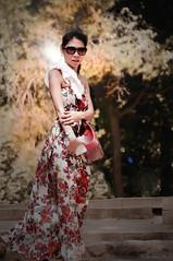 Venue d'ailleurs ... ( P-A) Tags: asie femme princesse beauté angélique style mode belle sereine gracieuse douce visiteurs touristes barcelone parcgüell photos simpa©