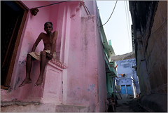pink, bundi (nevil zaveri (thank you for 15 million+ views)) Tags: zaveri india bundi hadoti architecture man men rajasthan street photography photographer images photos blog stockimages photograph photographs nevil nevilzaveri stock photo heritage culture exterior people color colour blue door brahmin pink toilet