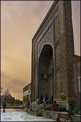 Entrada al Complejo Memorial Shah-i-Zinda, Samarkanda (bit ramone) Tags: shahizinda samarkanda samarkand uzbekistán bitramone puerta doors necropolis