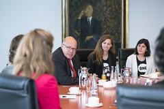 ONE-Jugendbotschafter im Gespräch mit Kanzleramtschef Peter Altmeier, warum Frauen und Mädchen ein wichtiges Thema beim anstehenden G20-Gipfel sind (ONE Deutschland) Tags: berlin deutschland onejugendbotschafter altmeier kanzleramt one g20 mädchen bildung