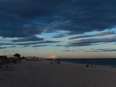 Plage à Palavas-les-Flotes, Occitanie, FR (Jaime JB) Tags: geografíafísica physicalgeography playa beach nubes clouds sunset puestadesol mar sea costa coast litoral littoral mediterraneansea marmediterráneo