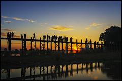 U Bein, el puente de teca más largo del mundo (bit ramone) Tags: ubein mandalay birmania burma myanmar puente bridge madera teca amistad bitramone sunset atardecer water sky bestcapturesaoi