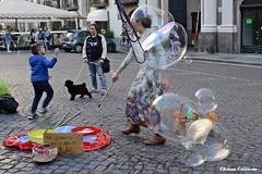 Naples, Italy (Eleanna Kounoupa) Tags: ιταλία νάπολη italy italia naples napoli ιστορικόκέντρο historicalcenter hccity street δρόμου γρανίτα waterice children παιδιά φούσκεσ φουσκάλεσ blistering bubbles