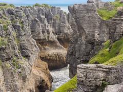 Pancake rocks at Punakaiki (5) (Teelicht) Tags: fels küste meer neuseeland newzealand pancakerocks punakaiki southisland südinsel tasmansea tasmansee westcoast coast rock sea