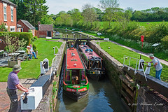 England - A busy day at the Canal Lock on the Grand Union Canal besides the Admiral Nelson Pub at Braunston. (Bill E2011) Tags: england northamptonshire braunston canal grandunion barges vacation holiday waterway waterways transport beauty peaceful countryside canon