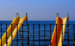 Hidropedales (camus agp) Tags: mar playa amarillos mediterraneo españa hidropedales barandillas toboganes azules agua
