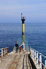 waiting (S.pT) Tags: sea roscoff yellow blue bleu jaune mer balise cardinale bretagne silhouettes colors
