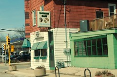 Wonder Bar, Milwaukee Wisconsin (Cragin Spring) Tags: midwest milwaukee milwaukeewi milwaukeewisconsin wisconsin wi urban usa unitedstatesofamerica unitedstates city building bar sign tavern washingtonheights