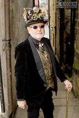IMG_9328.jpg (Neil Keogh Photography) Tags: waistcoat goggles steampunk wgw sunglasses shirt pants jacket shoes goth male tophat whitby whitbygothicweekendapril2017 man whitbygothicweekend gothic glasses cogs walkingcane pipes