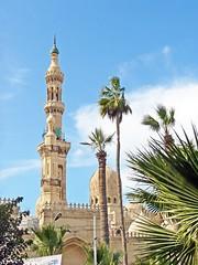 Égypte, dans la ville d'Alexandrie et la grande Mosquée de Terbana (Roger-11-Narbonne) Tags: égypte alexandrie mer mosquée port ville