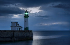 Le Treport (RAM.style) Tags: frankreich france normandie letreport lighthouse leuchtturm longexposure sunset sonnenuntergang bluehour blauestunde nikon ramstyle ramstylepictures darkstyle darkstylepictures landschaft landscape