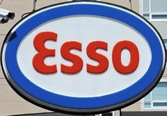 Esso (Will S.) Tags: mypics artmoderne artdeco architecture gasstation fillingstation petrolstation esso exxonmobil exxon imperialoil ottawa ontario canada