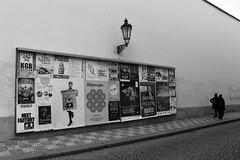 IMG_0228 (2) (gaetjr) Tags: prague noiretblanc tchèque rue passants affiches street trottoir canoneos1200d