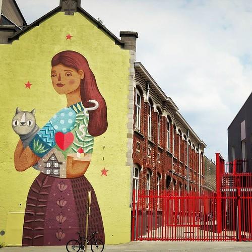 Everyone wants a #cat like that / #Art by #frauisa - #brussels #Belgium #streetart #graffiti #streetartbel #streetart_daily #urbanart #urbanart_daily #graffitiart_daily #graffitiart #streetarteverywhere #mural #wallart #bxl #ilovestreetart #igersstreetart