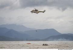 Treinamento de KAPOF (Força Aérea Brasileira - Página Oficial) Tags: 2015 aeronave brazilianairforce carranca fab forçaaéreabrasileira fotojohnsonbarros h34superpuma johnsonbarros operacaocarrancaiv bote buscaesalvamento helicoptero resgate brazil br kapof
