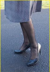2017 - 05 - Karoll  - 179 (Karoll le bihan) Tags: escarpins shoes stilettos heels chaussures pumps schuhe stöckelschuh pantyhose highheel collants bas strumpfhosen talonshauts highheels stockings tights