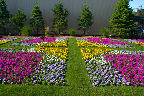Lintons Enchanted Gardens, Elkhart - Hope Blooms Bright garden