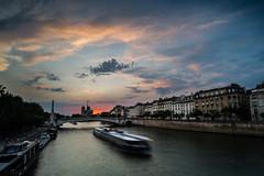 Paris, Pont de Sully (Hervé D.) Tags: paris notredame seine river fleuve péniche pont sunset colors coucherdesoleil