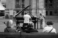 Piano Man (desmokurt1) Tags: erfurt deutschland ddr bw sw kurtessler germany fuji fujixpro2 village downtown thüringen oestgermany erfurterdom 35mm