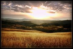 alba (Enzo Ghignoni) Tags: sole nuvole campi monti