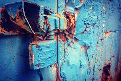 #wall #walldecor #wallart #blue #bluesteel #iron #lock #door #doors #camp #refugees #iphonephoto #close #photoshoot #photography #photooftheday #photoofday (naelabdullatif) Tags: wall walldecor wallart blue bluesteel iron lock door doors camp refugees iphonephoto close photoshoot photography photooftheday photoofday