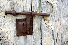cerradura-door lock-Schloss (vitofonte) Tags: cerrojo cerradura bolt doorlock hierro iron puerta door schloss riegel oxidado rusty madera wood vitofonte