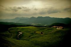 Soni Landscape - Nikon D3s & Nikon AF-S Nikkor 24mm f/1.4G ED (TORO*) Tags: nikon d3s af afs nikkor 24 24mm f14g f14 14 ed japan depth field outdoor grass cloud sky nara sonikougen sonikogen soni plateau landscape