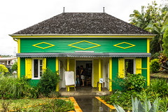 info entre-deux (rey perezoso) Tags: 2017 laréunion france europa mascareneislands réunion insel entredeux touristoffice building colors house door