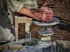 Werdender Tonkrug (mheckerle) Tags: potter hexenmarkt idstein 2017 toepfer handwerk medieval middleage craft grade handiwork