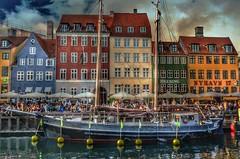 Colorful houses - Copenhagen (Aránzazu Vel) Tags: colors velero sailboat ship boat urban city houses port københavn denmark nyhavn copenhagen