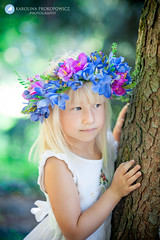 Dominika (karolinaprokopowicz) Tags: kidsphotography fotografiadziecieca fotografia portret spring wiosna girl flowers forest natural whitedress people portrait diamondclassphotographer