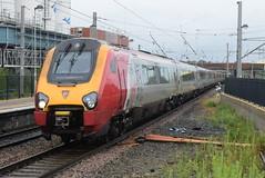 VT 221114 and 221105 @ Warrington Bank Quay (ianjpoole) Tags: virgin trains class 221 super voyagers 221114 221105 willem barents working 9m50 edinburgh waverley london euston