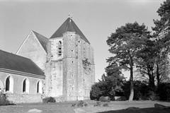 Eglise de Civry-la-Forêt - Yvelines (Philippe_28) Tags: civrylaforêt eglise 78 yvelines iledefrance france europe 24x36 argentique analogue camera photography film
