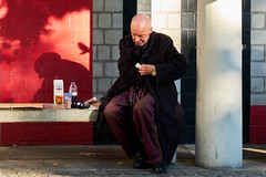 Urban Picnic (Ivan Rigamonti) Tags: streetphotography zurich people man