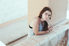 (Mishifuelgato) Tags: adela retrato portrait photography girl reflexiva pensativa nikon d90 50mm 18 alicante university universidad woman mujer thoughtful look mirada reflexion reflective photoshoot pickoftheday photooftheday portraiture portraitoftheday terrace terraza glasses gafas