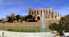 Palma de Mallorca (santiagolopezpastor) Tags: espagne españa spain baleares ballears illesbalears islasbaleares mallorca medieval middleages cathedral catedral gótico gothic palacio palace water agua palau seo seu