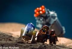 IMG_7085 (Hue Hughes) Tags: lego starwars tatoonine jawa r2d2 c3p0 desert ig88 robots droids bobafett sand jakku sandpeople lukeskywalker sandspeeder kyloren imperialshuttle tiefighter rey bb8 stormtrooper firstorder generalhux poe