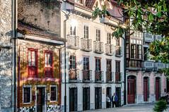 Las Caldas, Oviedo (ccc.39) Tags: asturias oviedo lascaldas pueblo casas atardecer ocaso tradicional arquitectura reflejo sol calle town street sunset
