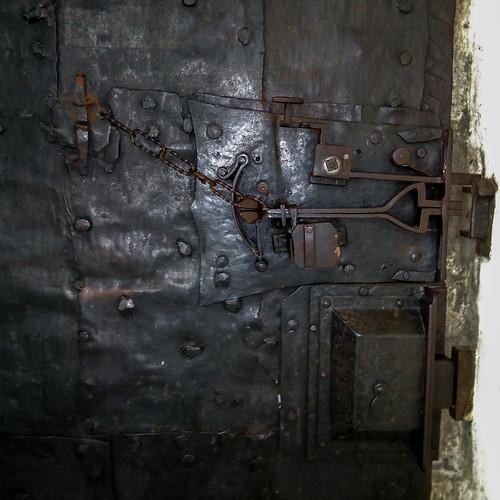 Türschloss der Heilig-Kreuz-Kirche im Kloster Säben - Klausen - Chiusa - Eisacktal - Südtirol - Italy - 170628