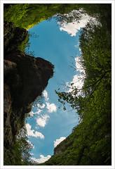 Lo squarcio (Outlaw Pete 65) Tags: paesaggi landscapes cielo sky nuvole clouds luce light alberi trees roccia rock bosco woods natura nature colori colours verde green azzurro blue bianco white nikond600 zenitzenitar16mm inzino lombardia italia