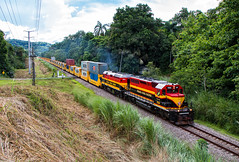 Summit of Panama (Wheelnrail) Tags: pcrc panama canal railway train trains locomotive emd sd402 intermodal freight international railroad rail road continental divide
