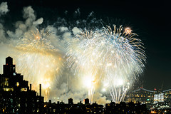 4th of July 2017 Macy's Fireworks-100 (Diacritical) Tags: brooklyn nycmacys nikond4 pattern 70200mmf28 16secatf71 july42017 85525pm f71 195mm 4thofjuly fireworks macysfireworks nyc night skyline