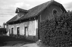 Le hameau de Courson-Monteloup (Philippe_28) Tags: coursonmonteloup essonne 91 france europe château castle iledefrance 24x36 argentique analogue camera photography film