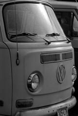VW bus (Paul Lundberg) Tags: canonat1 vivitar135mmf28 ultrafinextreme400 kodakhc110 plustekopticfilm7300 film 35mm vw