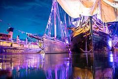 Port de Vannes de nuit (Jakezjr) Tags: france bretagne morbihan vannes semainedugolfedumorbihan2017 golfedumorbihan hydrograff martroger phoenix voilier