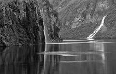 Geiranger Fjord (Femme Peintre) Tags: geirangerfjord norwegen fjord natur wasserfall wasser schwarzweis outdoor
