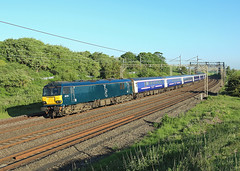 92014, Linslade, 26 May 2017 (Mr Joseph Bloggs) Tags: sleeper caledonian 1m16 inverness euston london linslade wcml west coast main line gbrf serco 92 92014 train treno bahn railway railroad