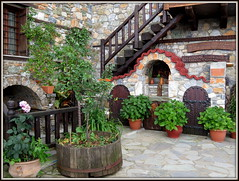 L'altarino di casa (magister111) Tags: courtyards cortiletti grecia greece