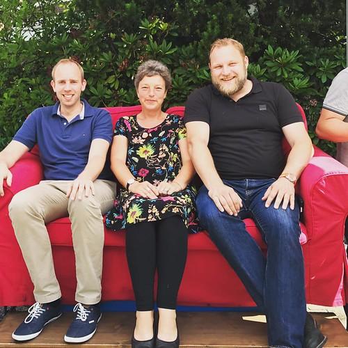 """Beim HUGO-Straßenfest in Ofenerdiek habe ich mit Hanna Naber und Ulf Prange MdL auf dem """"roten Sofa"""" für unsere Überzeugungen geworben."""